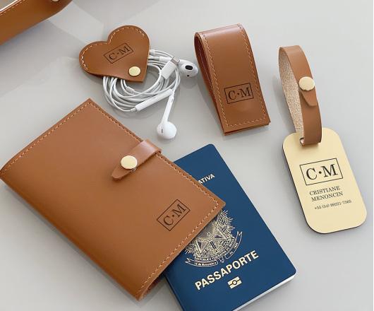 Kit Viagem com Porta Passaporte Caramelo